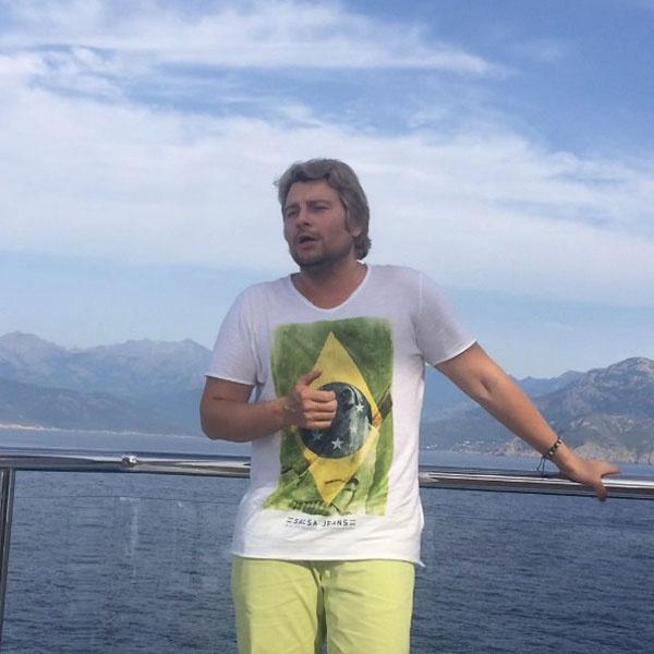 Николай Басков поет для Ксении посреди Средиземного моря