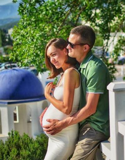Молодая мама призналась, что после свадьбы у них с мужем не было медового месяца