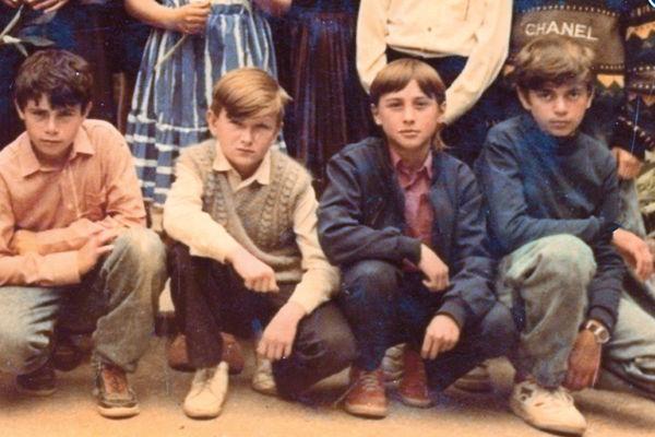 В школе Билан (второй справа) был твердым хорошистом