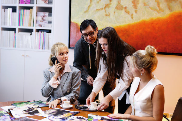 Съемки прошли в кабинете президента Издательского дома