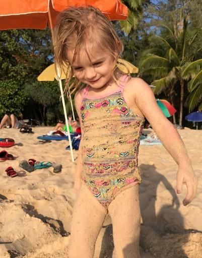 Дети с удовольствием резвились на пляже
