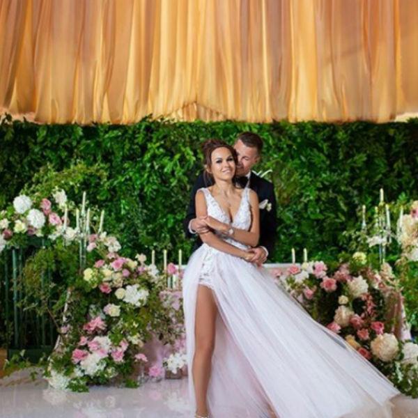 Невеста выбрала очень сексуальные платья