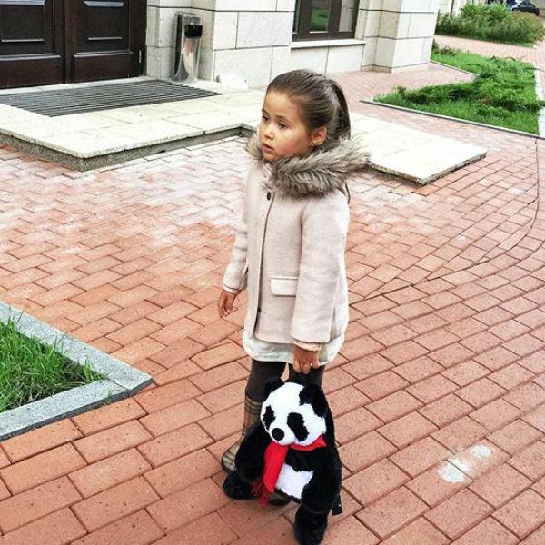 Дочь Джигана и Оксаны Самойловой Ариела ходит в садик по утрам