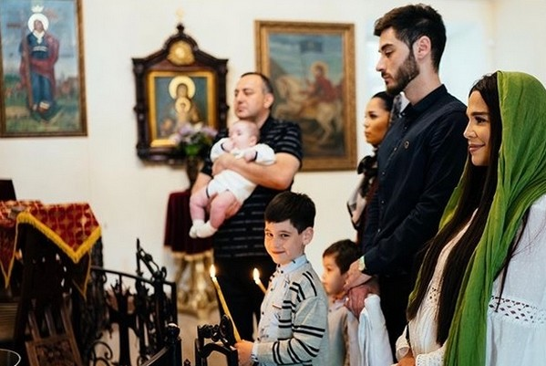 Сестры не общаются после крести младшего сына Салибековой