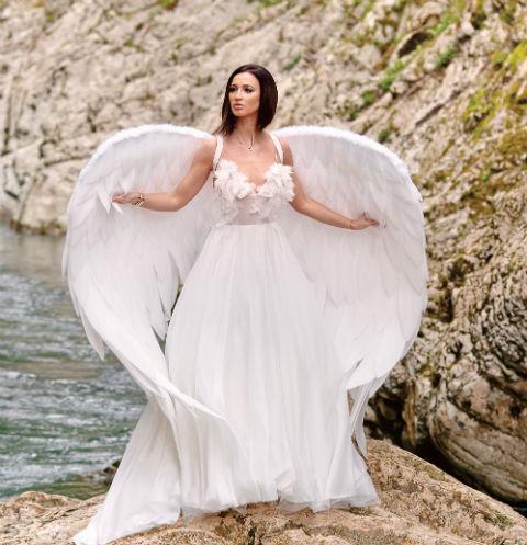 Платье, в котором Ольга вышла замуж за Дмитрия Тарасова, она сожгла во время съемок клипа на песню «Люди не верили»