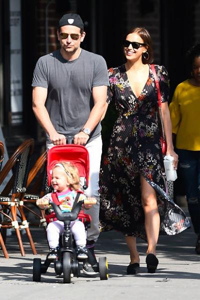 Актер старается проводить каждую свободную минуту рядом с Ириной и дочерью