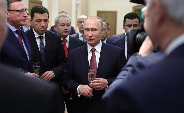 Владимир Путин на встрече с действующими и бывшими главами регионов