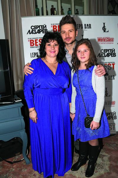 Мама балует Сергея и внучку Алину, а также следит за их здоровьем