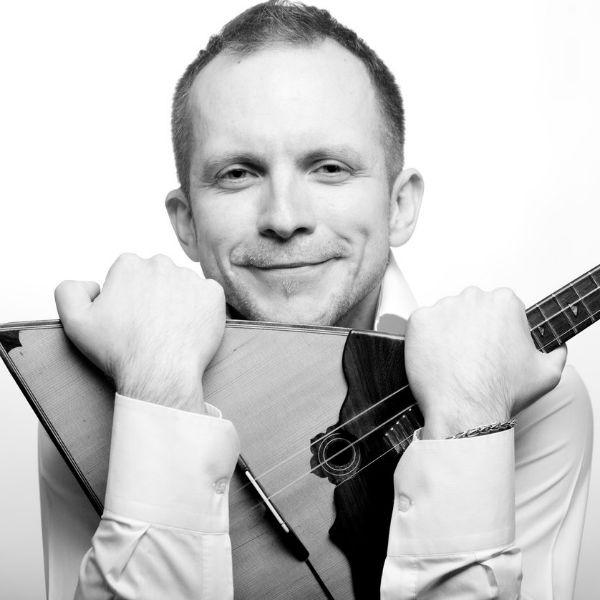 Дмитрий Калини был одним из первых балалаечников, который создавал народные мелодии в электронной обработке