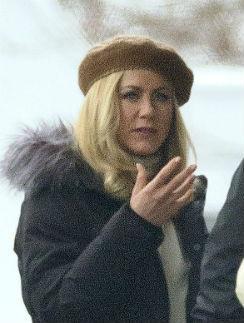 Актриса выбрала для своей прически цвет - Platinum Blonde