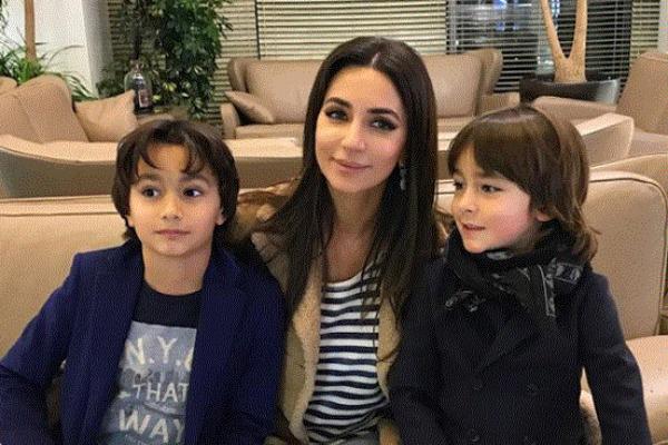 Зара с сыновьями Максимом и Даниилом