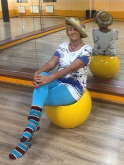 Лариса Копенкина на секунду присела отдохнуть в танцзале