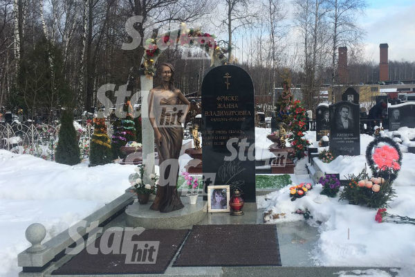 Могила жанны фриске фото сегодня памятник памятники из черного гранита цена донецк