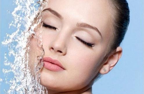 Мицеллярная вода - отличное решение для чувствительной кожи
