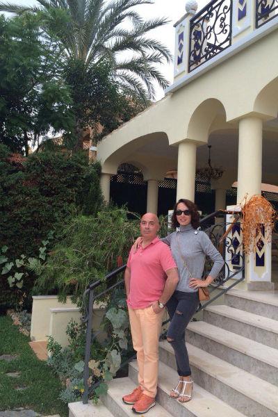 Пара остановилась в роскошной двухуровневой квартире, которую им предоставили друзья