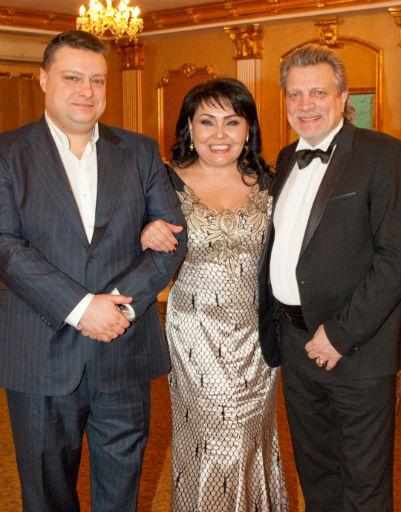 Кирилл Комаров и именинница с мужем