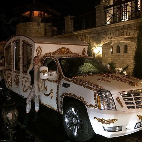 Будущий свадебный транспорт Анастасии Волочковой