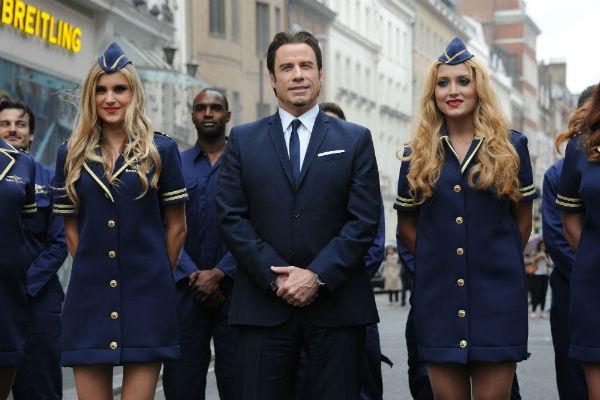Траволта даже приоделся в костюм летчика по случаю открытия бутика