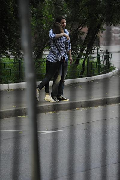 Перед ужином Настя и Саша прогулялись по центру Москвы...