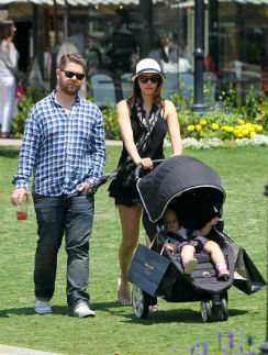 Джек Осборн с супругой Лизой и дочкой Перл