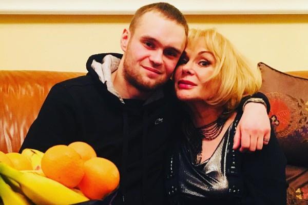 Сын Ирины Цывиной тяжело принял смерть матери