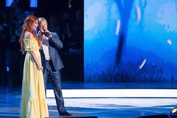 Участников поддерживали Анастасия Стоцкая и Дмитрий Харатьян