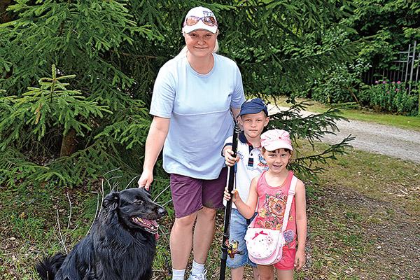 По словам Суханкиной,  в Крыму для детей масса  развлечений. На фото –  Маргарита с сыном Сережей  и дочкой Лерой