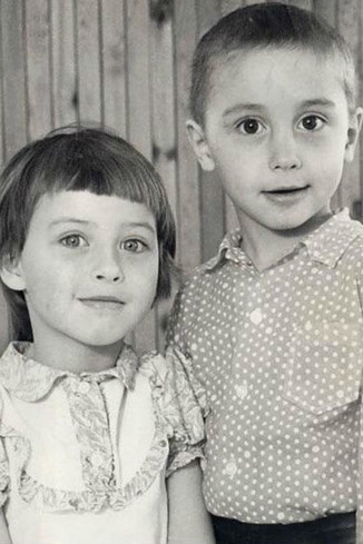 Дима с сестренкой