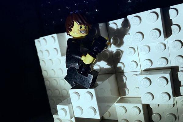 Игрушечный Сергей Лазарев из LEGO