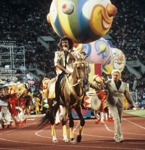 Каждый выход на сцену Леонтьева запоминается - на XII Международном фестивале молодежи в 1985 году он выступал верхом на коне