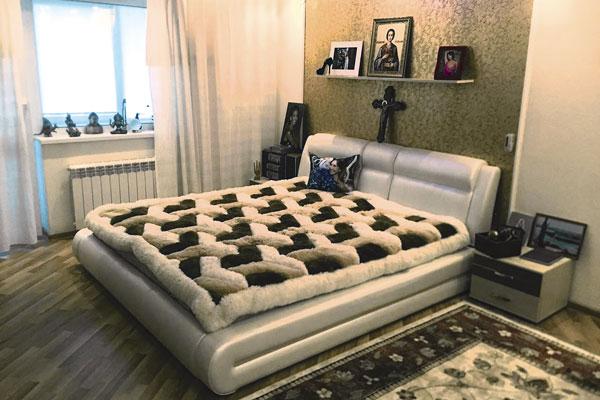 Наташа Фриске: «Так выглядит комната Жанны в доме родителей, где она провела последние месяцы жизни. Сестра любила темные помещения. Занавешивала окна, чтобы высыпаться»