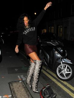 Рианна на выходе из клуба