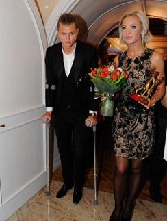 На премию «Пара года» Дмитрий Тарасов пришел на костылях