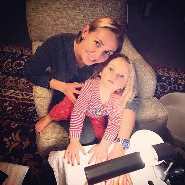 Младшая дочь олимпийской чемпионки, двухлетняя Надежда, изучает три языка