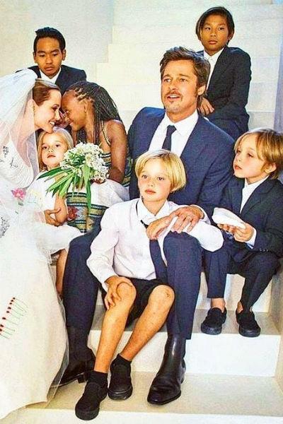 Анджелина Джоли и Брэд Питт с детьми в день своей свадьбы