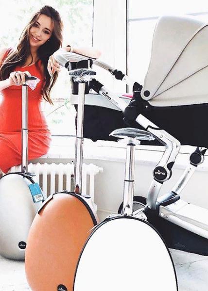 Пару недель назад Костенко уверяла, что приобрела эту модель коляски