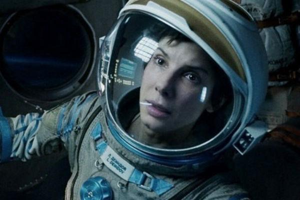 Сандра Баллок предстала в образе бесстрашного астронавта