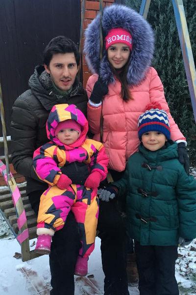 Маргарита Агибалова с мужем Павлом Марсо и детьми