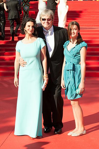 На ковровой дорожке с мамой, телеведущей Екатериной Стриженовой, и папой, режиссером Александром Стриженовым