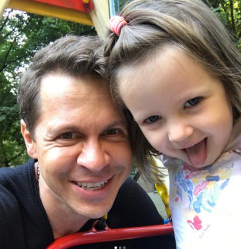 Павел Деревянко с младшей дочерью, Александрой