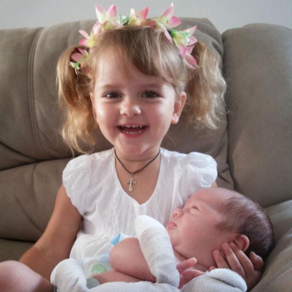 Теперь маленькая Маша хочет еще и сестричку