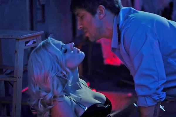 Сара Окс и Дмитрий Нагиев несколько раз репетировали сцену поцелуя