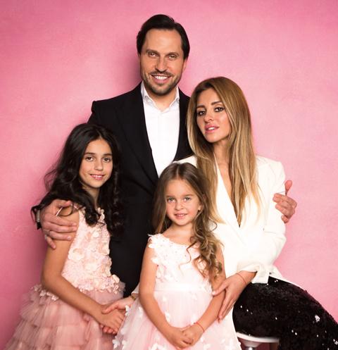 Александр и Анжелика стараются чаще отдыхать с дочками. Лучший вариант – поездка за границу, хотя бы на пару дней