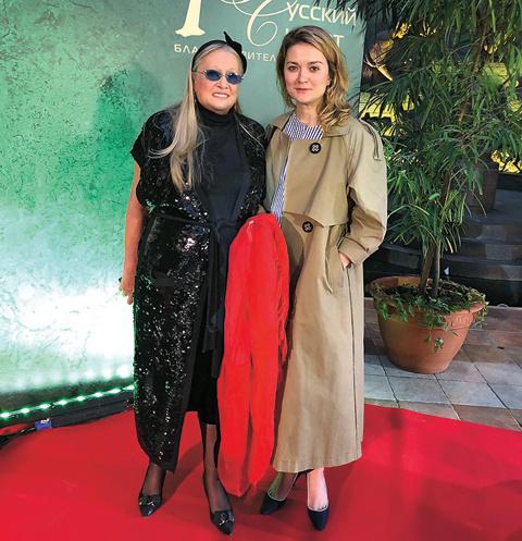 Надежда Михалкова поддерживает маму в ее проекте «Русский Силуэт»