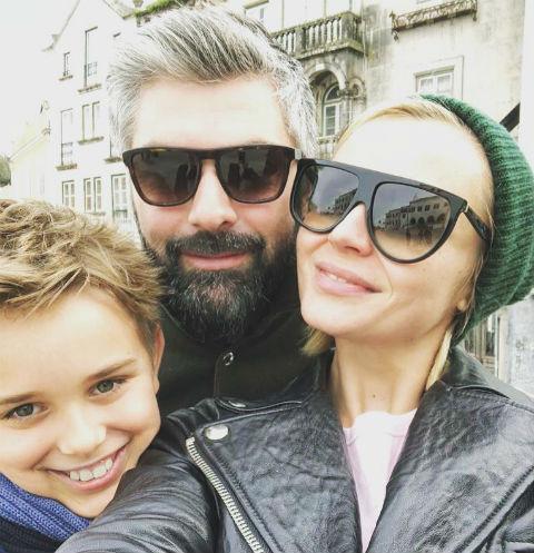 Полина Гагарина с сыном и мужем