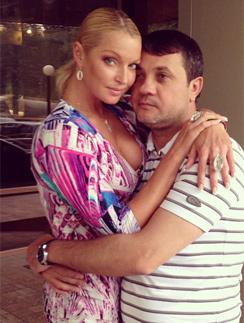 Анастасия Волочкова грустит из-за того, что с любимым Бахтияром вновь приходится расставаться