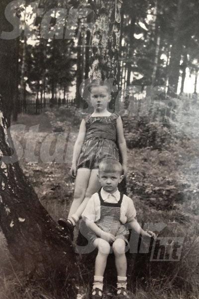 Пугачева с трехлетним братом Женей, 1953 год