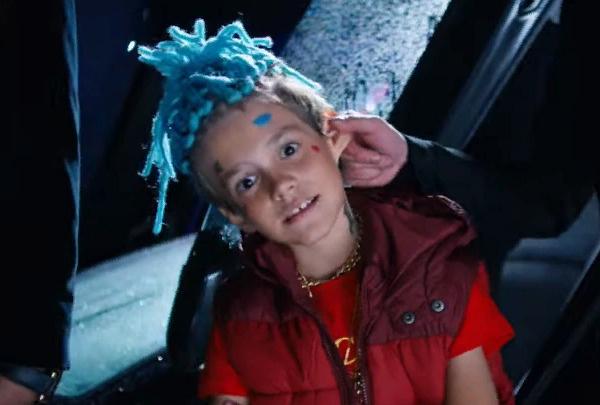 Итан Кид в клипе «Цвет настроения черный»