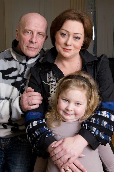 Мария с мужем и дочерью