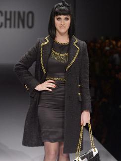 В Милане Кэти приняла участие в модном показе